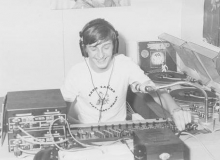 De 15-jarige Jurgen Verstrepen zette zijn eerste stapjes in de media bij Radio Carina. Zijn dj-naam was toen Udo Van Battenbroek.