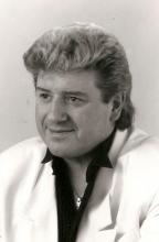 Zanger Johnny White was wekelijks een uurtje te horen op Radio FLASH