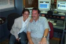 Chris Van Opstal in gesprek met zangeres Ellen Dufour (foto uit 2001)