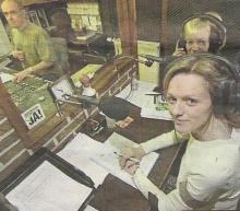 Bart Huygens (techniek) & Carine Helsen (presentatie) tijdens hun informatief programma op zaterdagochtend tussen 10 en 12 uur (foto uit 2004)