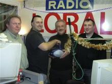 Patrick Moors, Rudy Gybels, winnaar van een kwis en Robby Morgan (2004)
