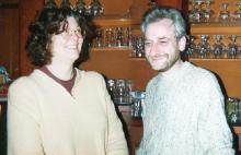 Roland (rechts) en Ria (links), uitbaters van het cafétaria aanpalende aan LORALI (1997-1999)