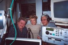 Zanger Johnny White, zangeres Marjan Berger en Pallieter in de live-studio (dinsdag 29 april 2003)