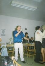 Roger tijdens een optreden in juli 1998